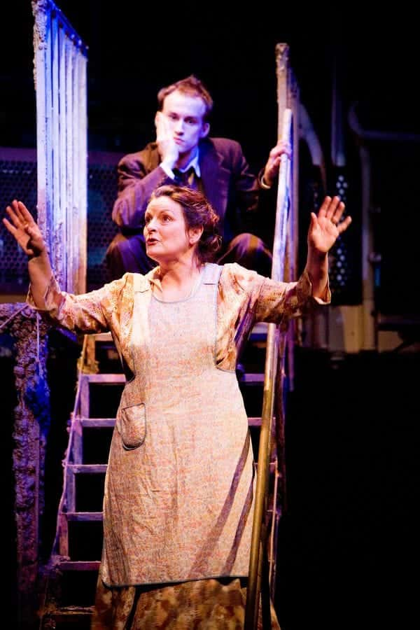 Brenda Blethyn as Amanda Wingfield Mark Arends as Tom in THE GLASS MENAGERIE 2008 photo Jonathan Keenan